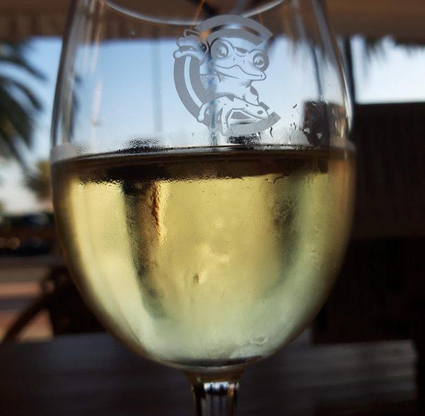 vino-blanco-terraza