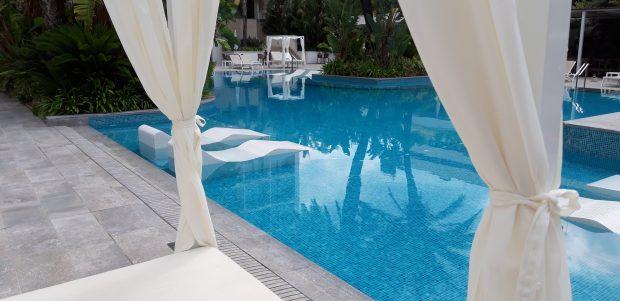 piscina-camas-balinesas-hotel-adults-only