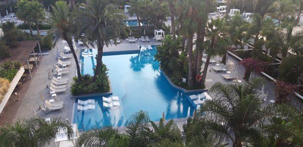 piscina-hotel-silhouette